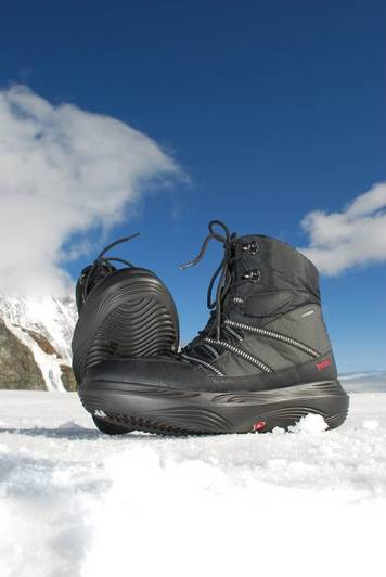 The Sorak Black kyBoot shoe keeps your feet nice and warm and the sole has excellent grip on snow.